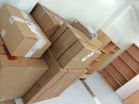 Viele Möbel warten darauf, aufgebaut zu werden